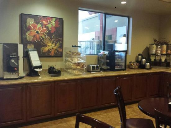 Best Western Legacy Inn & Suites: Breakfast area