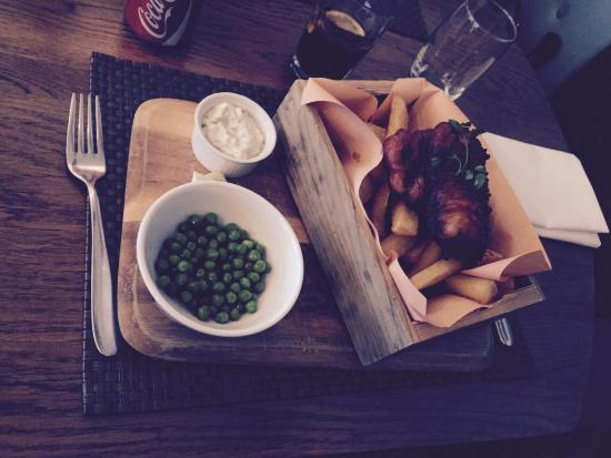 GB Grill & Bar: Cod and chips