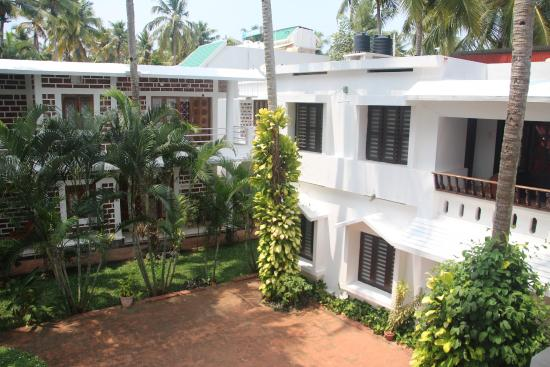 Hill View Beach Resort: View on hotel territory from terrace