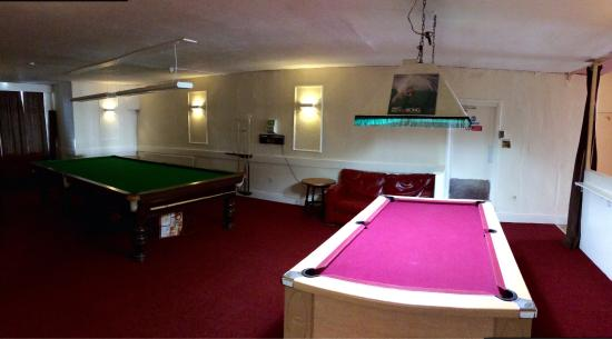 Surfers Hotel: Pool table