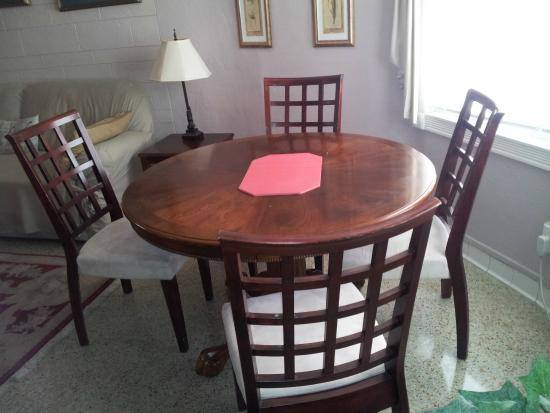 Terrace Park Suites: Dining table for 4 in Suite 1