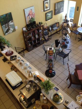 La Ville Inn: cafe - available to guests (self-serve) Open to public during the day