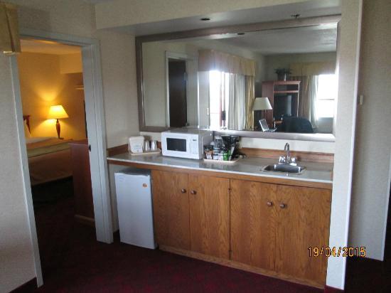 Comfort Inn & Suites : Kitchenette
