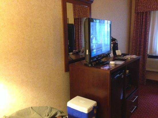 Comfort Inn Pocono Lakes Region: Nice Combo TV, Fridge, Microwave