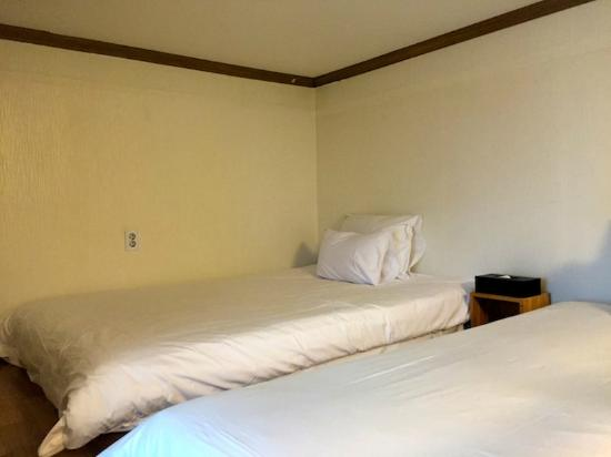 Hotel Hue Incheon Airport Deokgyo: the bed