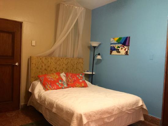 Coqui del Mar Guest House: Comfy bedroom