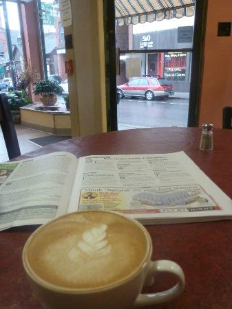 Tulip Cafe and Creperie: Luscious latte!