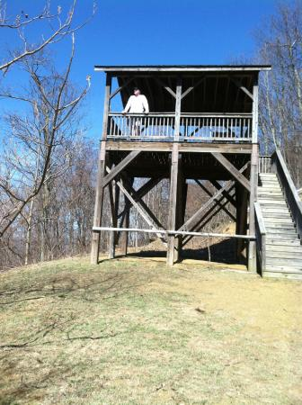 House Mountain Inn: Tower at the top of House Mountain
