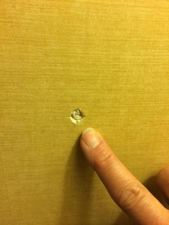 Days Inn Windsor Locks - Bradley International Airport: hole in wall w/tissue