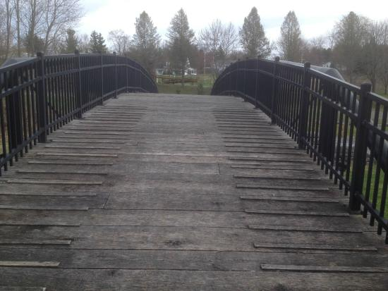 Erie Canal Aqueduct Park: Historic Bridge over old Canal