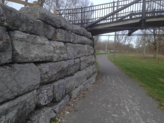 Erie Canal Aqueduct Park: Portion of canal stones under bridge
