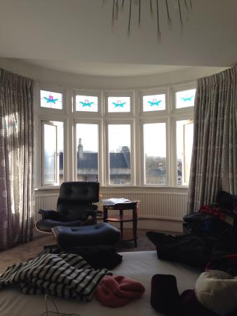 2 Crescent Gardens: Great light in a large comfortable room