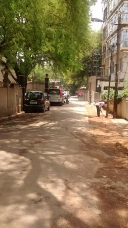 Ajantha Hotel: the lane to the hotel