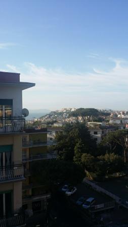 B&B Aminei Colors : Veduta di Napoli dal balcone della stanza Zebra