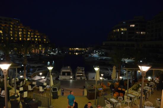 Onyx Apartments: The bay near the hotel