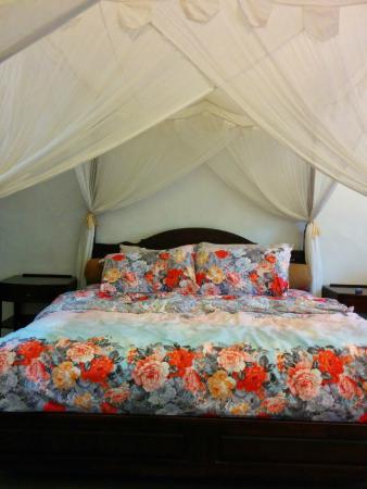 Calanthe Artisan Loft: King sized bed