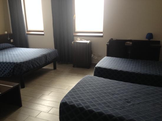 Esco Hotel Milano: Quadruple room