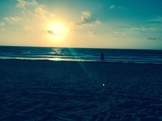 Playa Esperanza: Sunrise at 6am