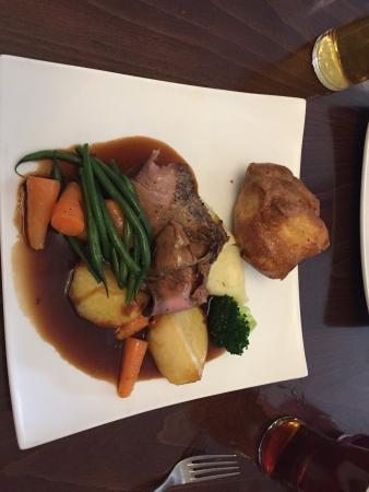 Oscar's: lovely Sunday roast - delicious!