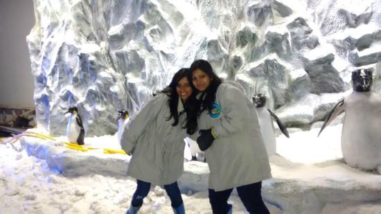 Snow World Mumbai: my wife n ruchii