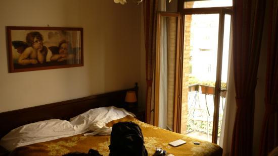 Villa Albertina: vue de la chambre, lit + blacon