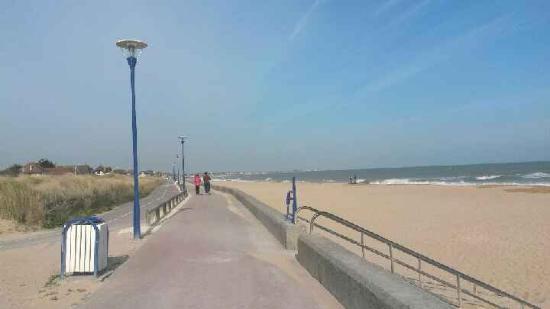 Hotel De La Plage: promenade à la plage