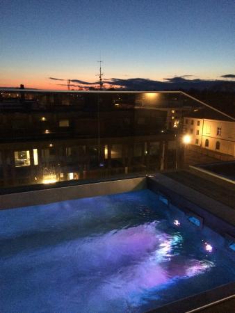 PM & Vanner Hotel: Jacuzzin på taket