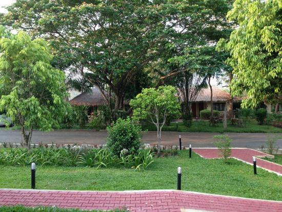Suansawan Resort Chiang Mai: outside the dor