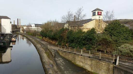 Ibis Bradford Shipley: Canal