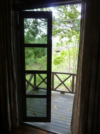 Sepilok Forest Edge Resort: Chalet terrace