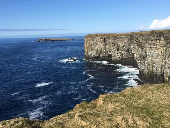 Standing Stones Hotel: Cliffs on west side of Orkney Island