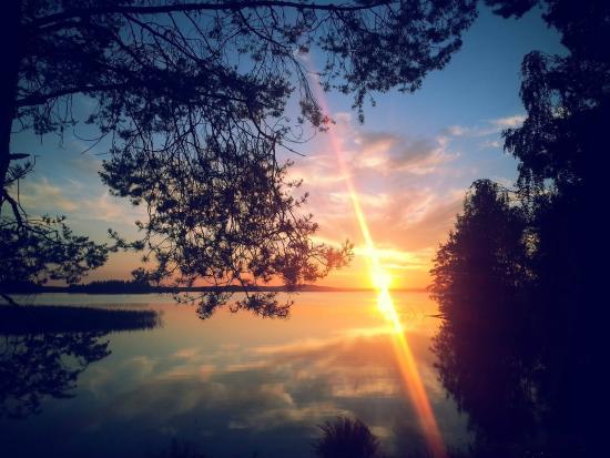 Jokiniemen Matkailu: sunset at cottage Ankkuri by the lake Onkivesi