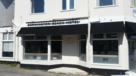 Bonnington Beach Hotel Outside