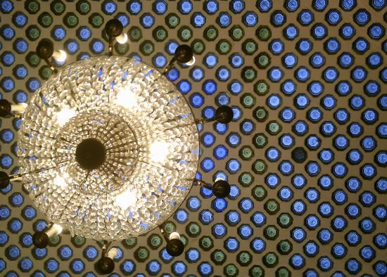 Hotel Zenit Imperial: Lampara y techo cafetería hotel