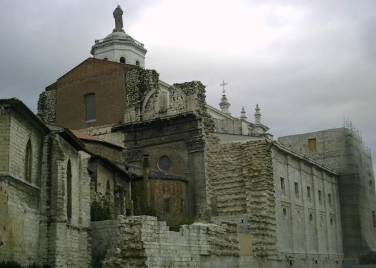 Hotel Zenit Imperial: Catedral de Valladolid. vista trasera
