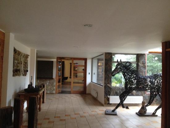 Cabanas Bosque Nativo: Vista interior hotel