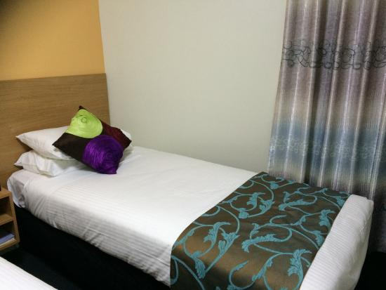 Albert Heights Serviced Apartments: Comfy Single bed