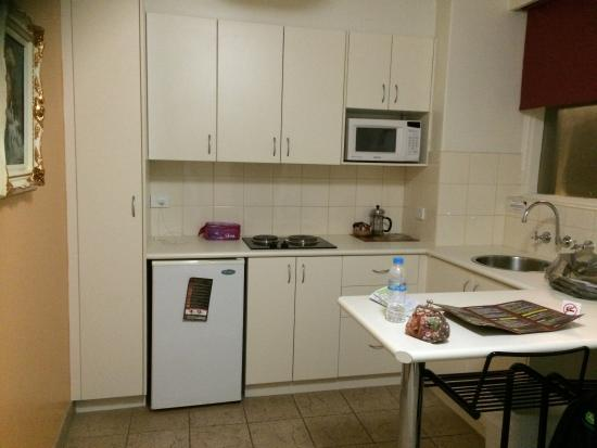 Albert Heights Serviced Apartments : Well Equipped Kitchen