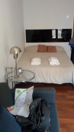 Happy Apartments Valencia : letto e cucina