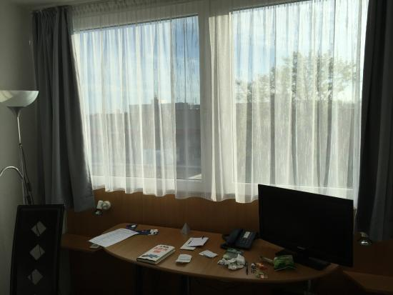 desk with tv picture of pro messe hotel hannover hannover tripadvisor. Black Bedroom Furniture Sets. Home Design Ideas