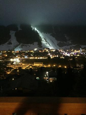 Chalet Chelmer: At night