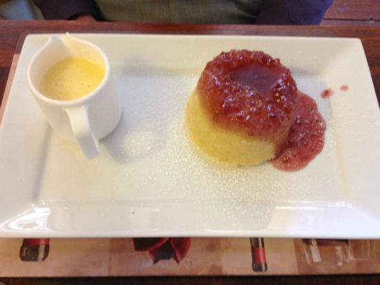The Marquis of Lorne Inn Restaurant: Jam sponge and custard