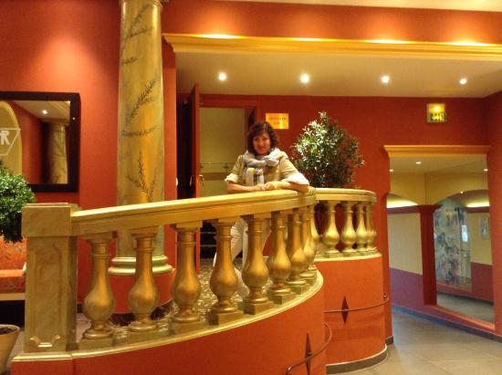 Hotel Regence: холл отеля