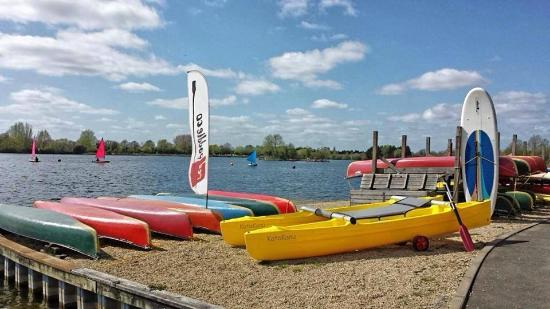 South Cerney, UK : Great lake and great weather