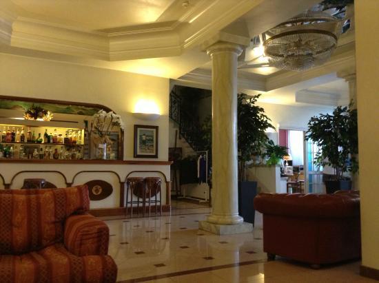 Hotel Alba sul Mare: Холл отеля