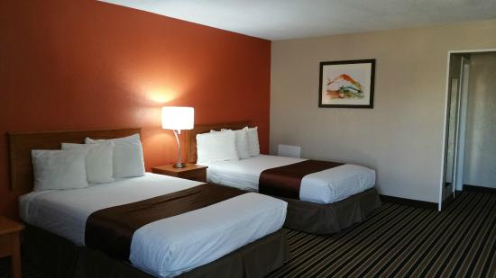 Westbridge Inn & Suites: My bedroom