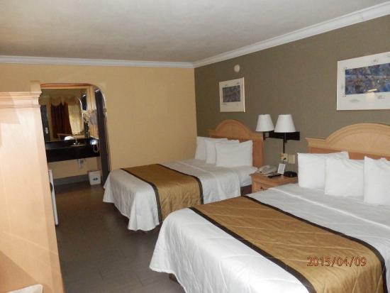 Americas Best Value Inn: really nice room