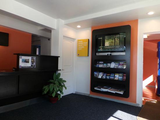 Motel 6 Missoula - University: Lobby