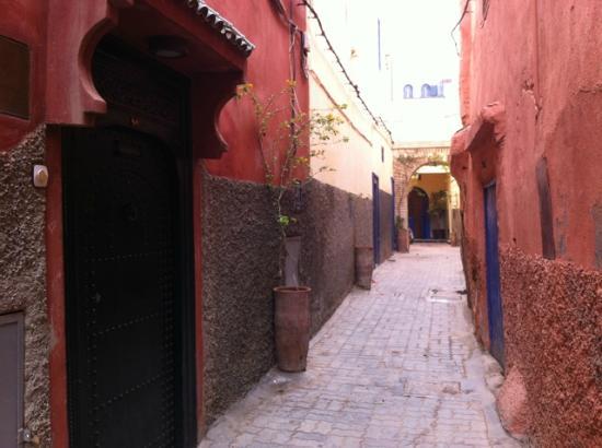 Riad Honey Sarl: entrée ruelle du riad