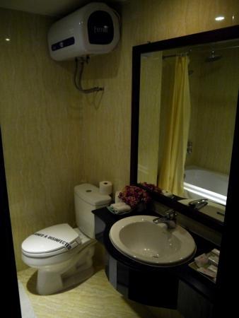 Paradise Boutique Hotel: toilet of Paradise Suite
